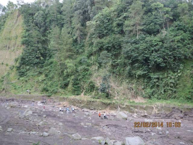 Tebing di Tepi Sungai Boyong (Photo by: Pak Djoko Luknanto)