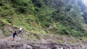Mendaki Bukit di Tepi Sungai Boyong